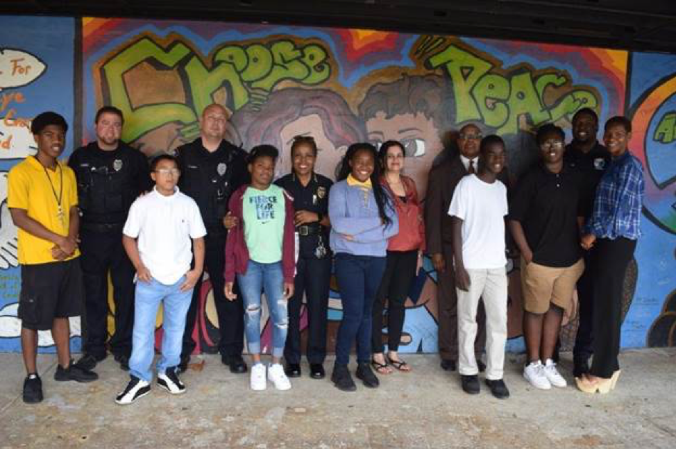 Group picture of Lauderhill PD Officers with mentees