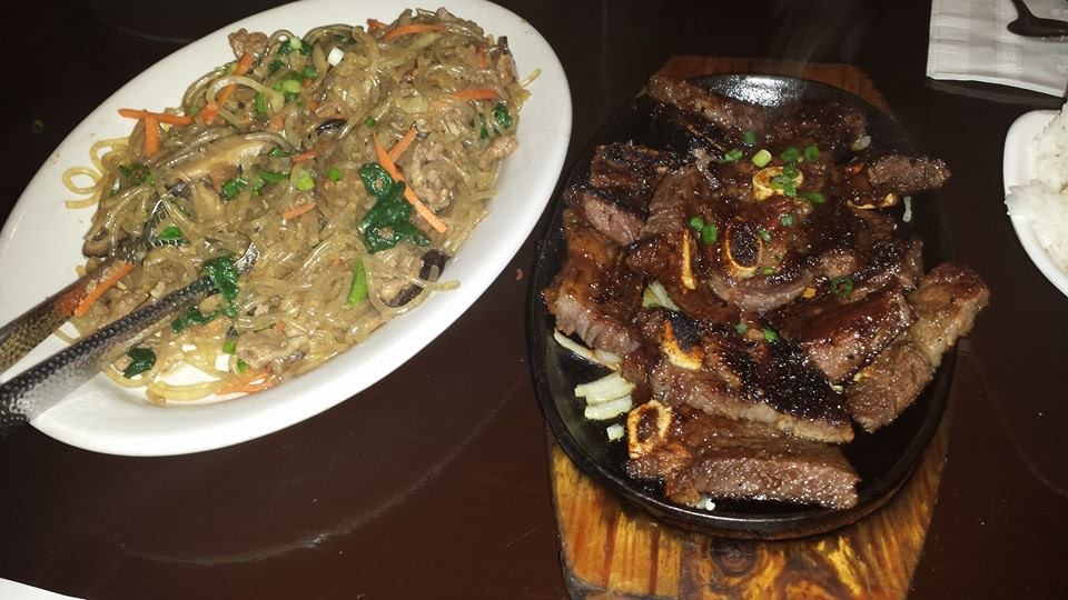 Vegetable chow mein and grilled meat