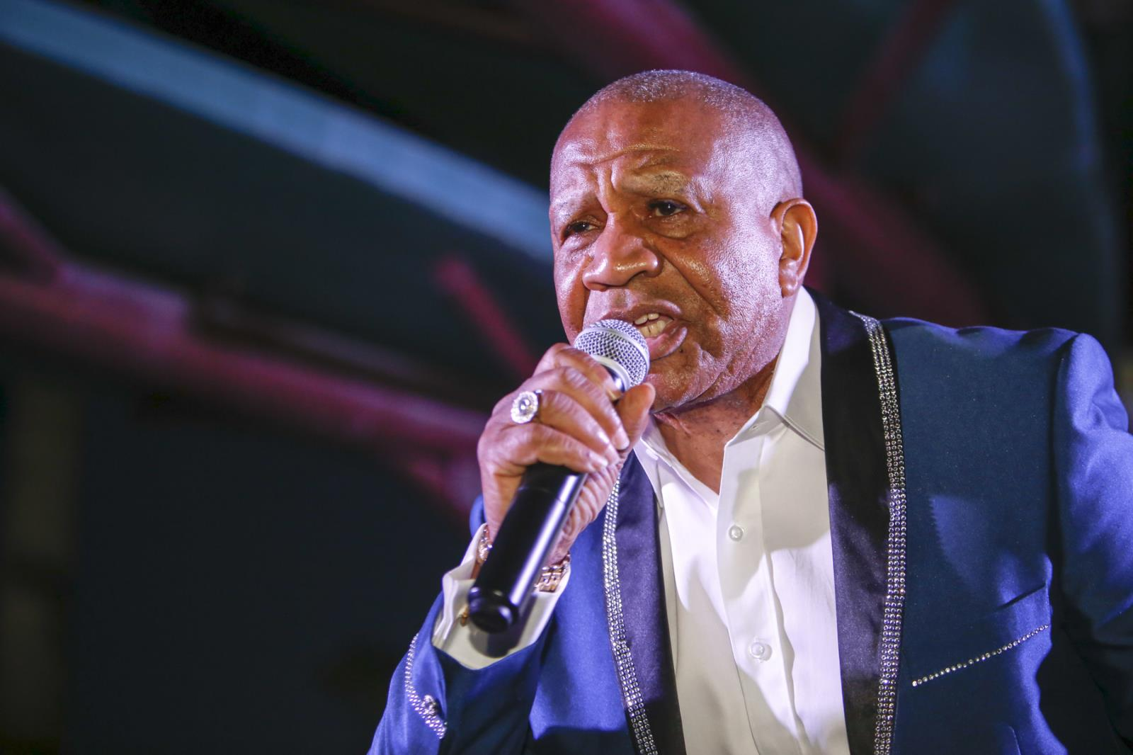 Lenny Williams singing