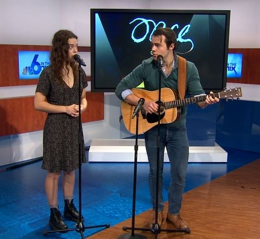 Mariah Lotz and Jack Gerhard perform on NBC 6 in the Mix